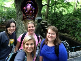Efteling selfies with the trolls.